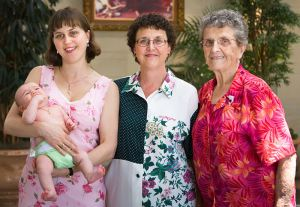 800px-Baby_Mother_Grandmother_and_Great_Grandmother