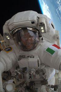ISS-36_EVA-2_v_Luca_Parmitano